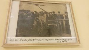 02_hu_chronik_Pferdebespannte_Handdruckspritze1971